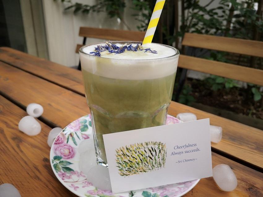 Iced Matcha Latte mit Hafermilch