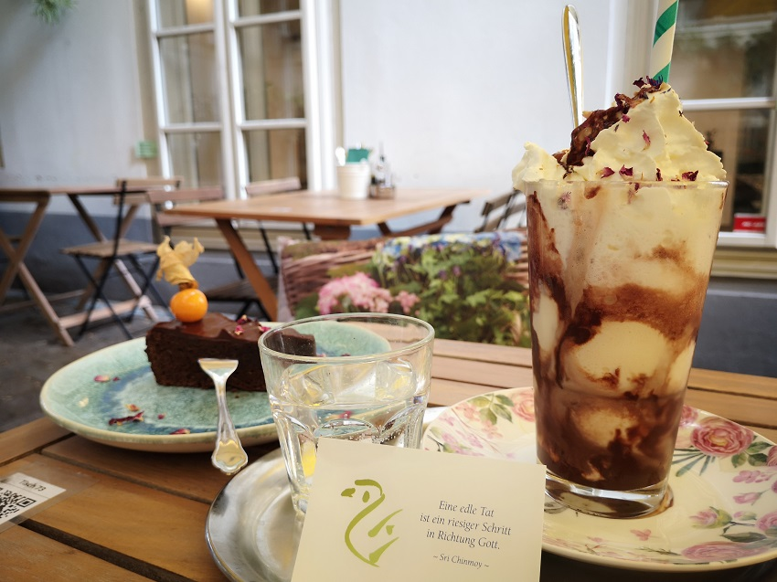 Wiener Eiskaffee und Schokomoussetorte